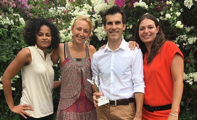 L'équipe VAKOM la Réunion reçoit le trophée IREF