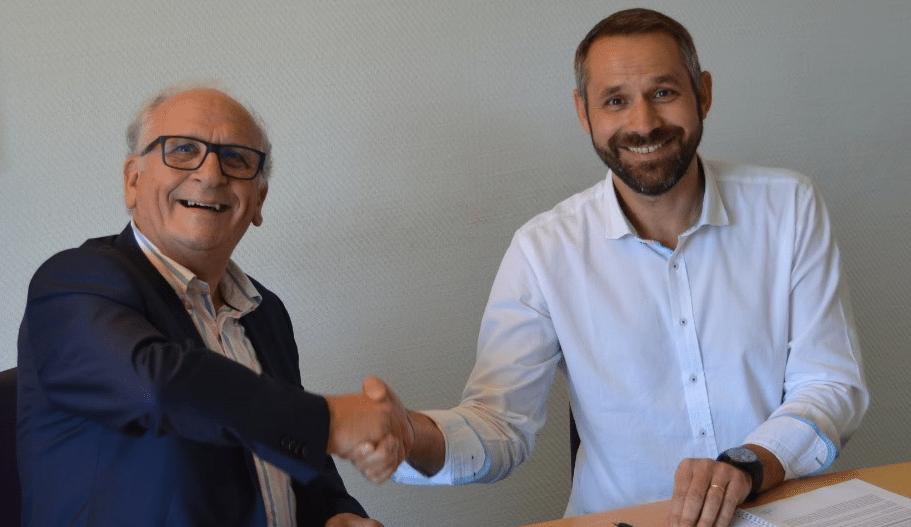 Signature franchise VAKOM à Brive la Gaillarde  - Stéphane Delpech et Jean-Louis FEL