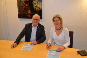 Signature Vakom à Amiens Charlotte Nicaise et Jean-Louis Fel président de VAKOM SAS
